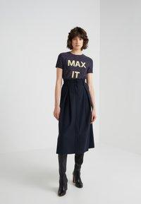 MAX&Co. - DAMIERE - T-shirt print - midnight blue - 1