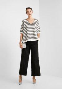 MAX&Co. - PIUMINO - Sweter - white pattern - 1