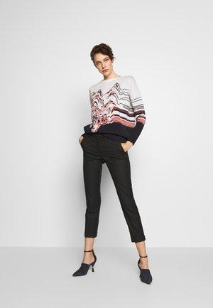 DIERESI - Sweter - white