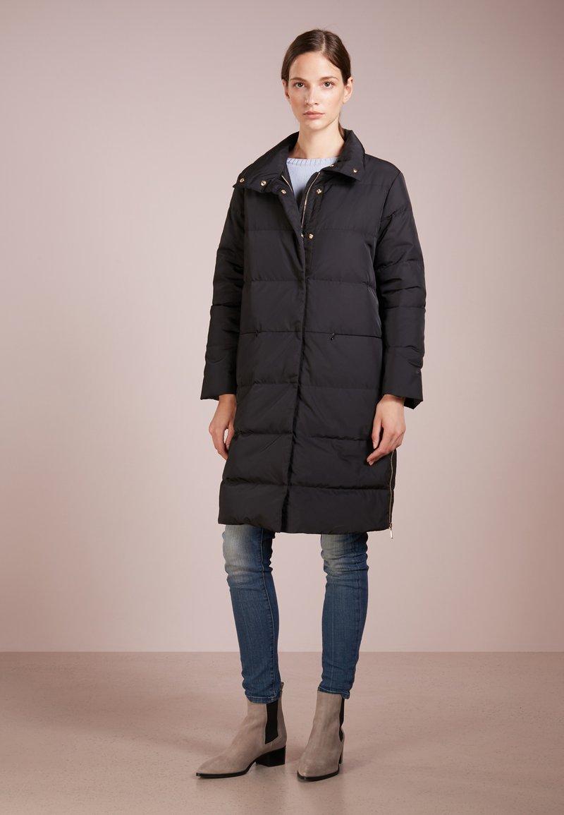 MAX&Co. - DADAISMO - Kabát zprachového peří - black