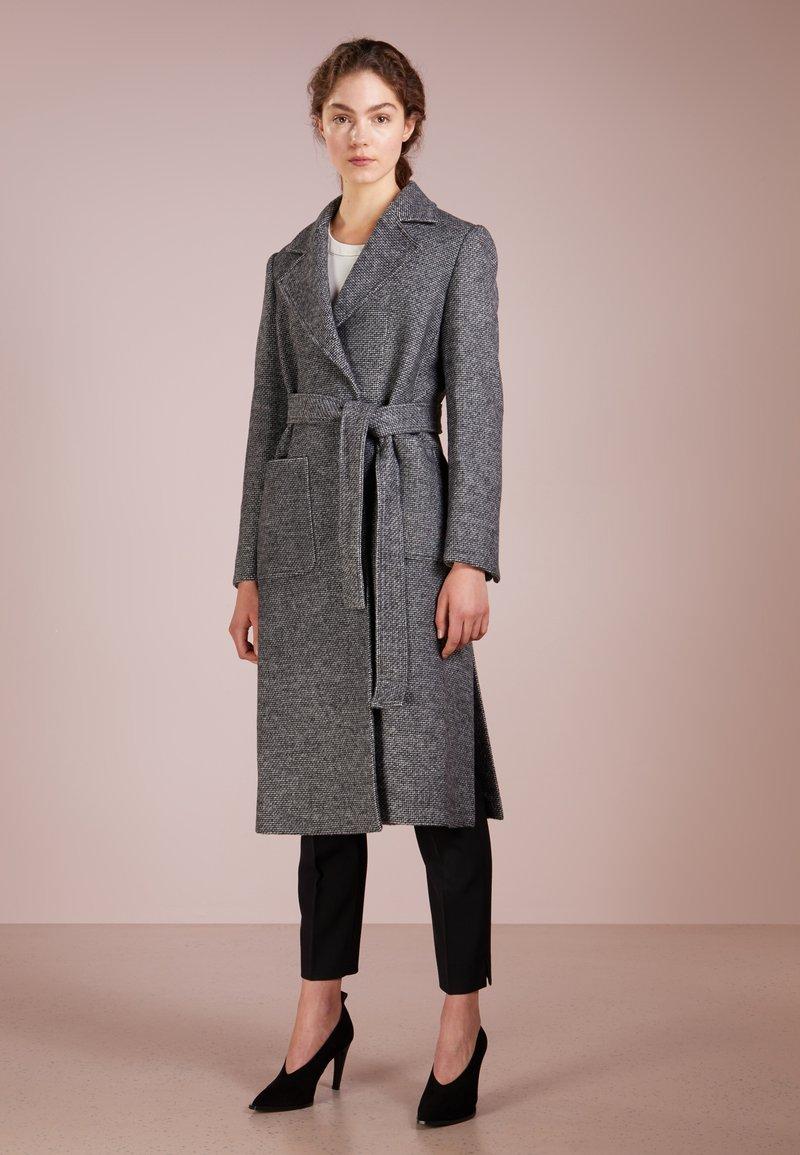 MAX&Co. - DIPINTO - Frakker / klassisk frakker - black pattern
