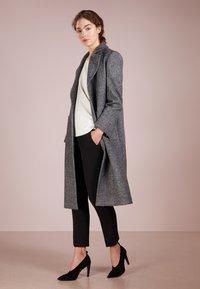 MAX&Co. - DIPINTO - Frakker / klassisk frakker - black pattern - 1