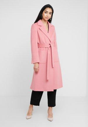 RUNAWAY - Płaszcz wełniany /Płaszcz klasyczny - pink