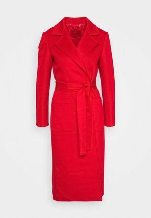RUNAWAY - Płaszcz wełniany /Płaszcz klasyczny - red