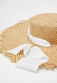 MAX&Co. - AMIDO - Hat - natural/white - 2