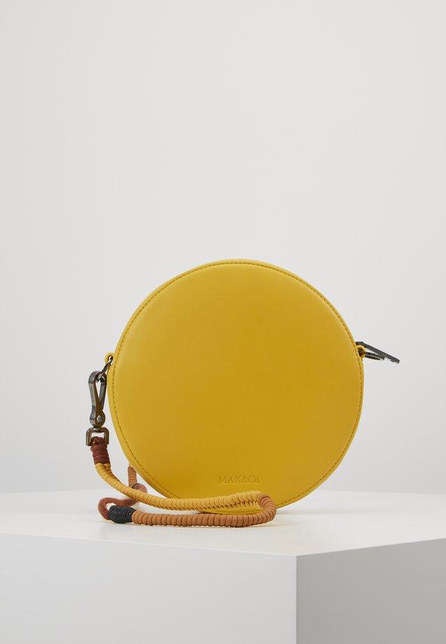 DOTBAG - Axelremsväska - stellaria yellow