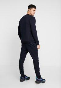 Marshall Artist - SIREN PANT - Pantalones deportivos - navy - 2