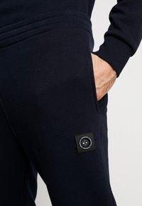 Marshall Artist - SIREN PANT - Pantalones deportivos - navy - 3