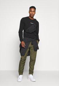 Marshall Artist - LIQUID TRACK PANT - Træningsbukser - khaki - 1