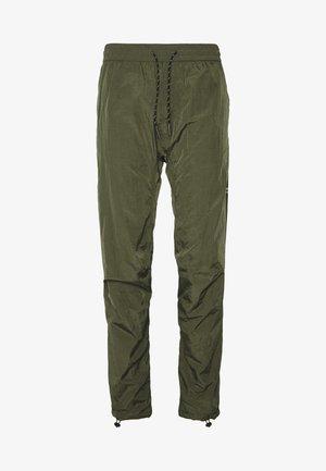 LIQUID TRACK PANT - Teplákové kalhoty - khaki
