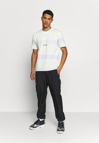 Marshall Artist - KENMARE - T-shirts print - white - 1