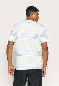 Marshall Artist - KENMARE - T-shirts print - white - 2