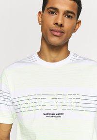Marshall Artist - KENMARE - T-shirts print - white - 3