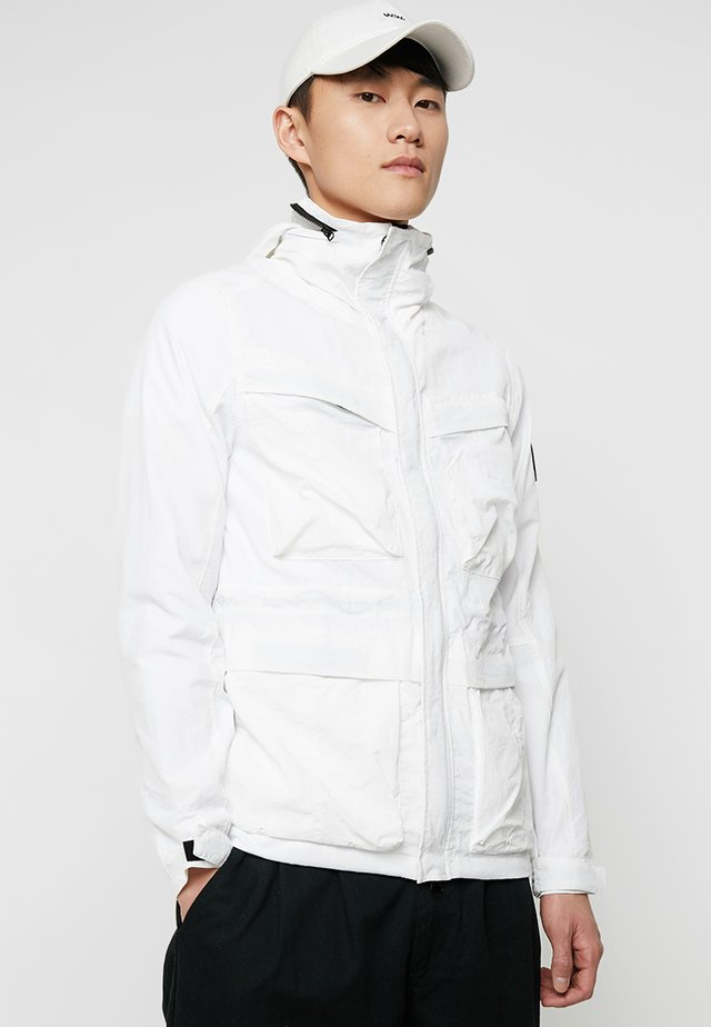 GARMENT DYED FIELD JACKET - Lehká bunda - white
