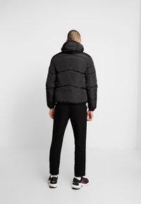Marshall Artist - PANINARO BUBBLE JACKET - Winter jacket - black - 2
