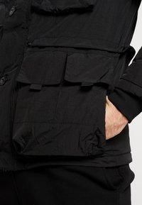 Marshall Artist - COMPACTA RESIN FIELD JACKET - Lehká bunda - black - 5