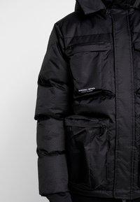 Marshall Artist - CROSS BODY JACKET - Zimní bunda - black - 4