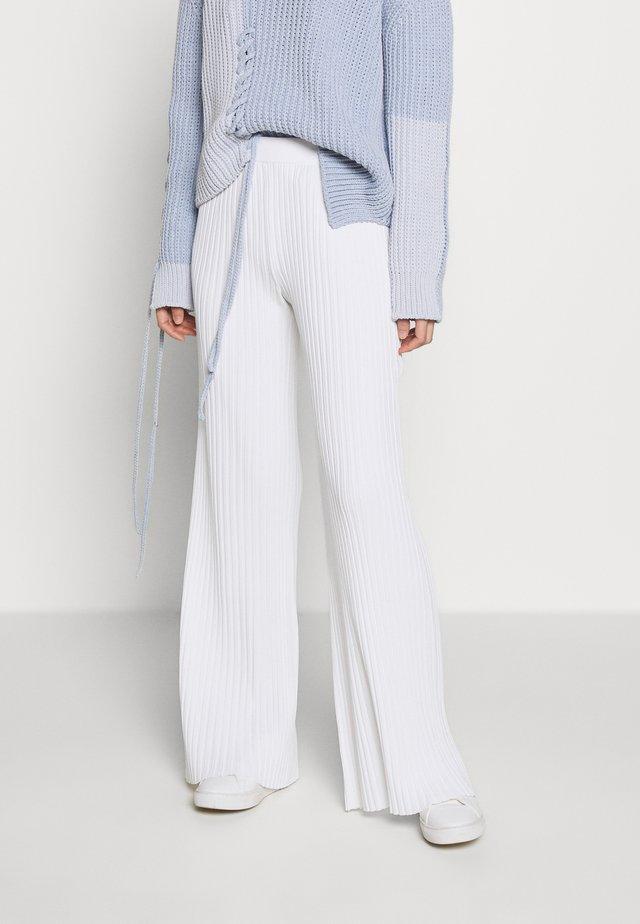 TROUSERS - Pantalon classique - white