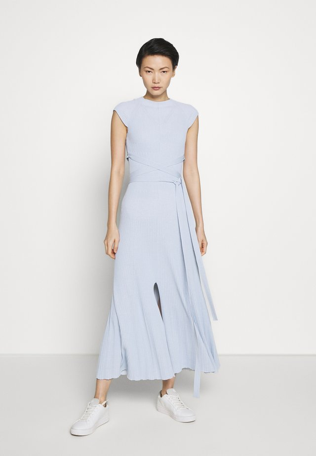 SHORTSLEEVE DRESS - Strikkjoler - light blue