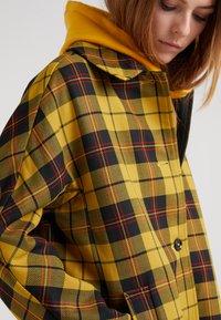 Mackintosh - Wollmantel/klassischer Mantel - yellow - 4