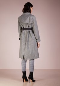 Mackintosh - Trenchcoat - houndstooth - 2