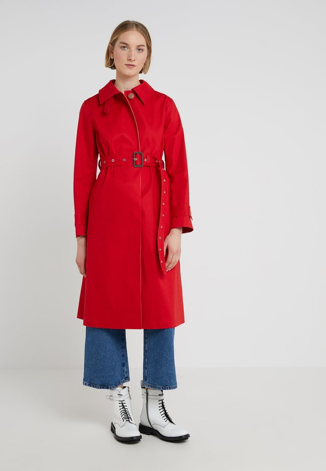 Trenchcoat - goil berry/fawn