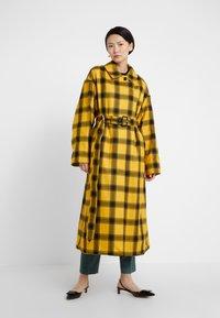 Mackintosh - AMULREE COAT - Trenchcoat - honey - 2
