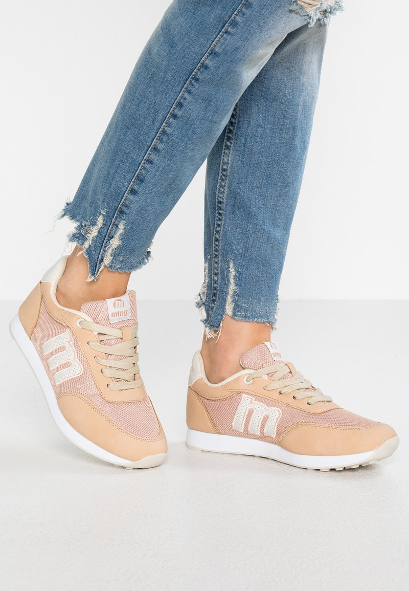 mtng - JOGGING - Sneaker low - yoda rosa/yoda offwhite