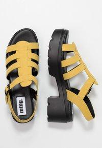 mtng - Sandales à plateforme - master piece yellow - 3