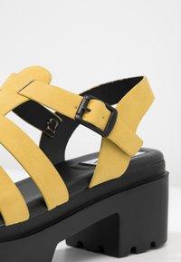 mtng - Sandales à plateforme - master piece yellow - 2
