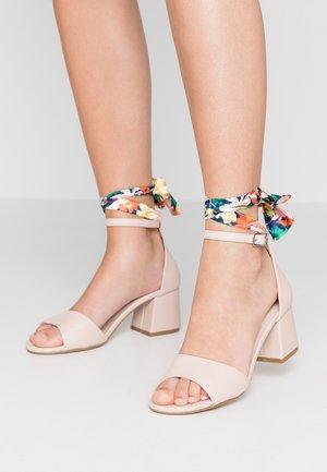 Sandały -  nude/glady multicolor