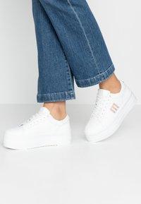 mtng - TEA - Sneakersy niskie - blanco - 0