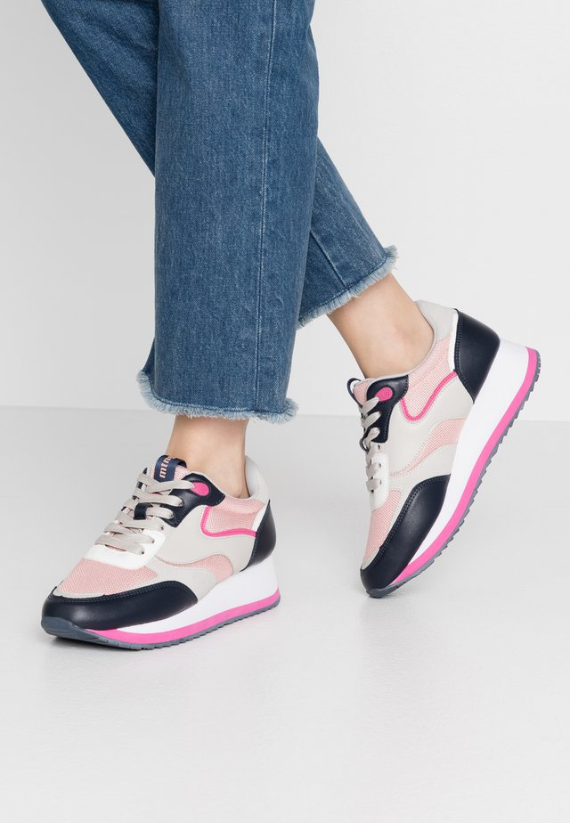CARROT - Sneakers - intense blue/pink