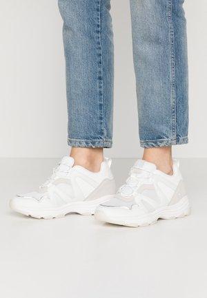 SERENA - Sneakersy niskie - yoda white
