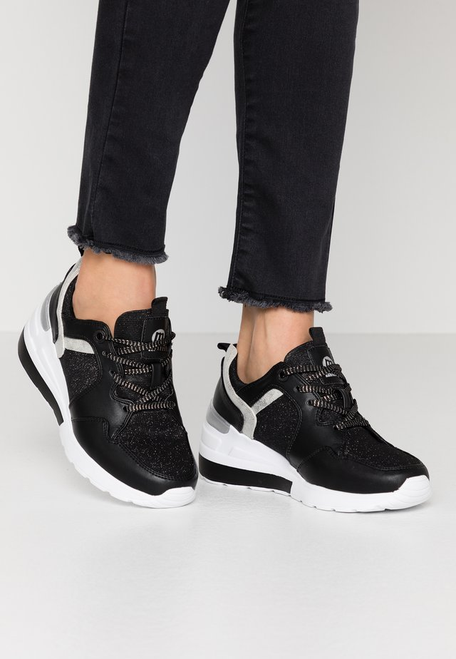 MELANIA - Sneakers - black