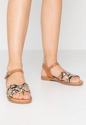 PALMIRA - Sandaalit nilkkaremmillä - nude