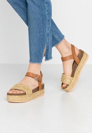PERLA - Sandály na platformě - freetime natural