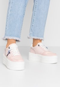 mtng - IVY - Trainers - soft rosa claro - 0