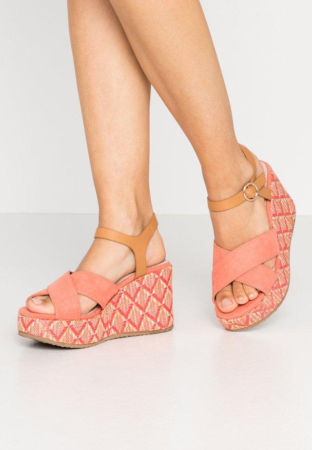 High heeled sandals - natural/coral