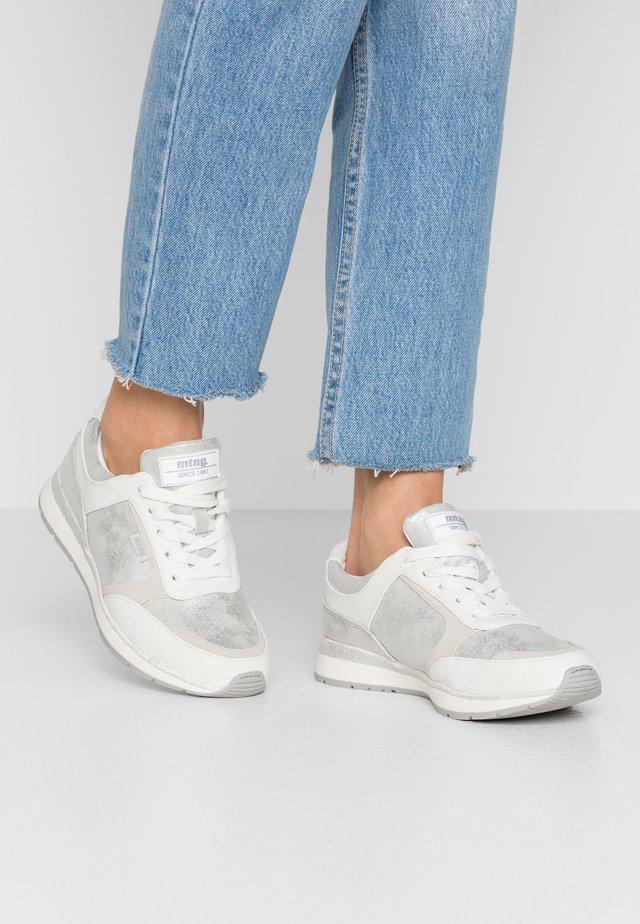 NANAMI - Sneakers - roko plata
