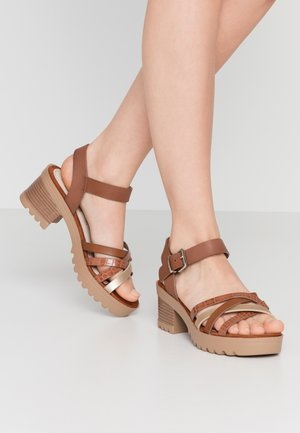 Sandalen met plateauzool - oro