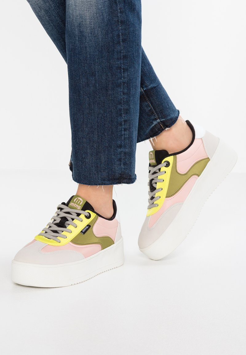 mtng - Sneaker low - ecosu offwhite/yellow/kakhy