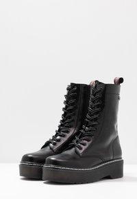 mtng - STORM - Kotníkové boty na platformě - polly/muliticolor - 4