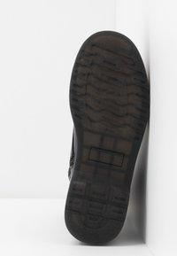 mtng - STORM - Kotníkové boty na platformě - polly/muliticolor - 6