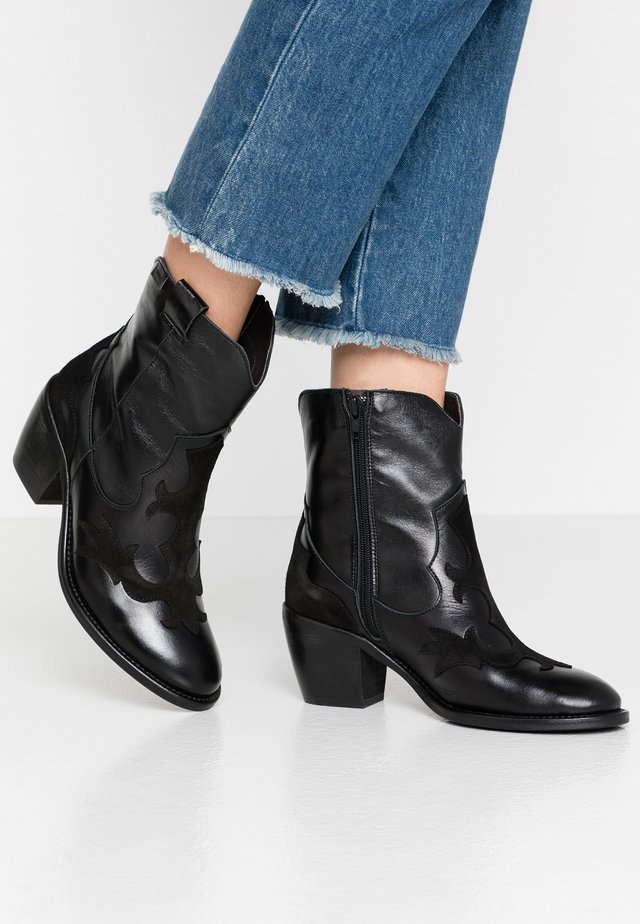 SAHARA - Cowboy/biker ankle boot - black