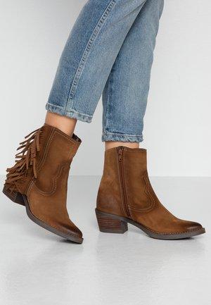 TEO - Kovbojské/motorkářské boty - brown