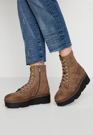 ARES - Kotníkové boty na platformě - taupe