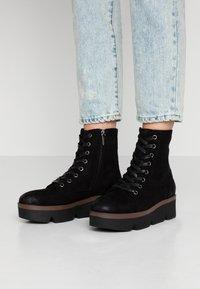 mtng - ARES - Kotníkové boty na platformě - black - 0