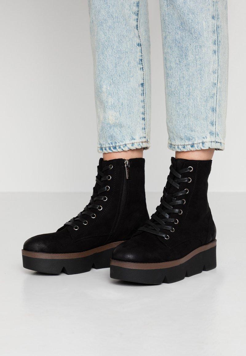 mtng - ARES - Kotníkové boty na platformě - black