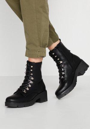 PANA - Kotníkové boty na platformě - black